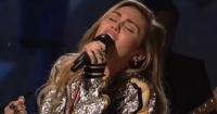 La sensual presentación de Miley Cyrus en la tv que sorprendió a sus fans