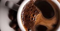 La ciencia dice que beber alcohol y café ayuda a alargar la vida