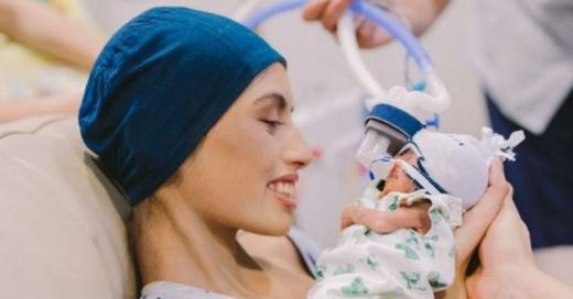Muere joven de 19 años que retrasó su tratamiento contra el cáncer para dar a luz a su bebé
