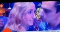 """Directo a la """"friendzone"""": el fallido beso de Año Nuevo de un joven a su amiga"""