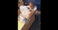 Niño recibe de regalo un muñeco de Chucky y su reacción se hace viral