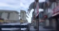 """La """"cascada"""" de nieve que cayó sobre un auto en Turquía"""
