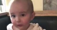 La reacción de un bebé al probar el batido de chocolate por primera vez que arrasa en la web