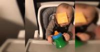 El criticado reto viral que consiste en lanzar una lámina de queso en la cara a un bebé
